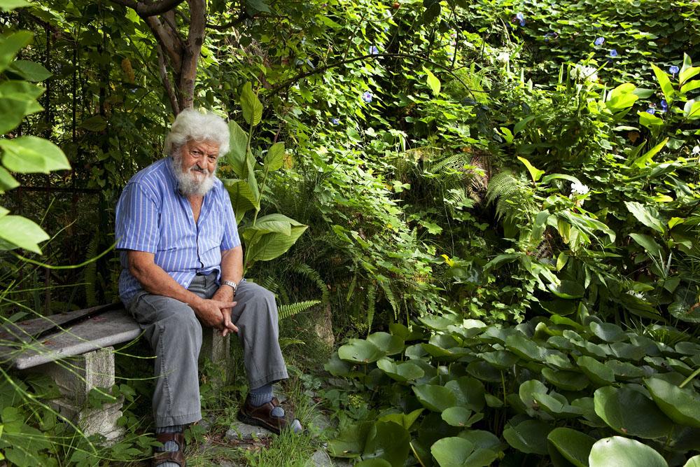 Libereso Guglielmi nel suo giardino a San Remo